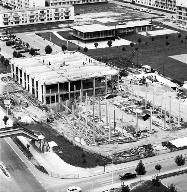 Vue d'ensemble du centre vers 1970. Au premier plan le gymnase-piscine en construction. (Fonds Bertin)