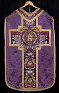 Chasuble violette, vue d'ensemble.