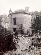 Vue du moulin en ruine. Fonds d'archives de la Commission du Vieux Paris.