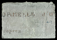 Inscription « [F]ORMELLE D'U[RINER] / [p]ropres » et graffiti « (dessin abstrait) ».